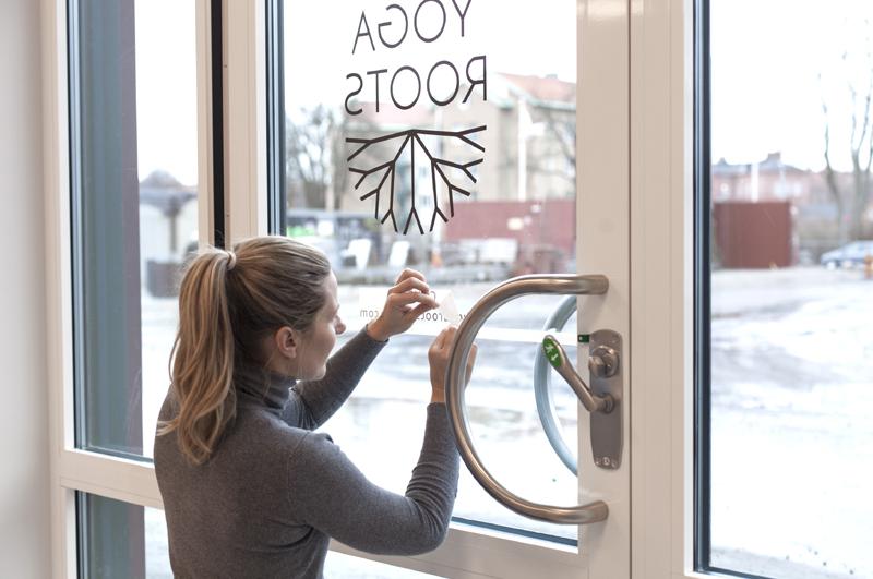 Logga på skyltfönster